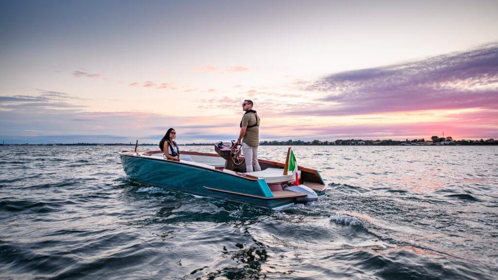 """Venmar """"Respiro"""" e """"Harmo"""" di Yamaha Motor: in anteprima mondiale al Salone di Genova l'innovativo sistema di propulsione elettrica"""